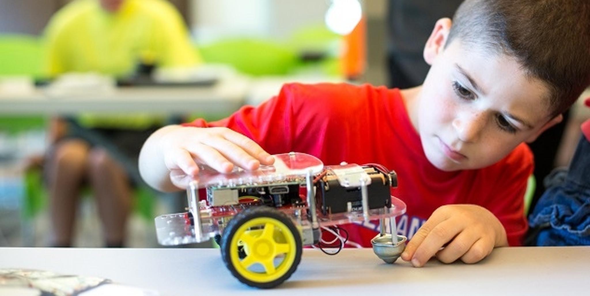 three ways to start robotics child with robot