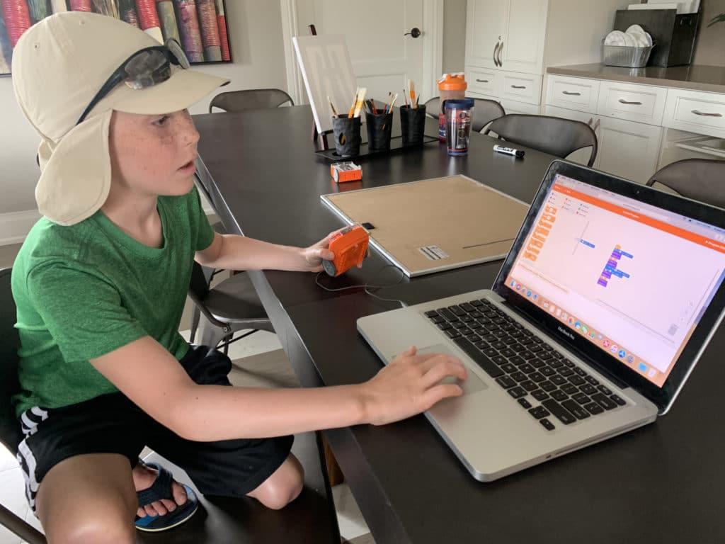 students programming robots