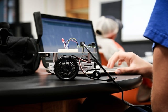 build robots in online robotics course
