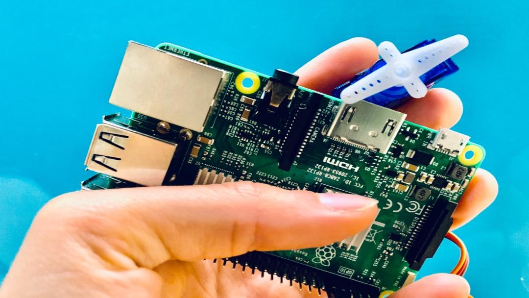 How to Control a Servo with Raspberry Pi