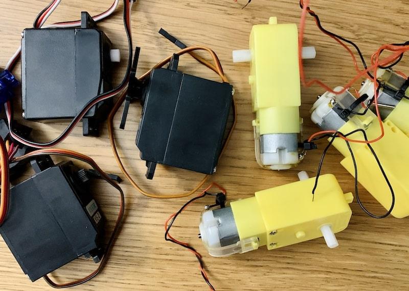 servo motors vs dc motors