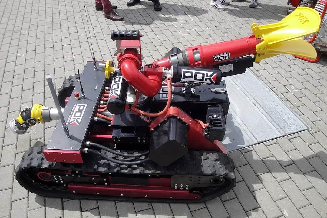 Make a Fire Extinguishing Robot using Arduino