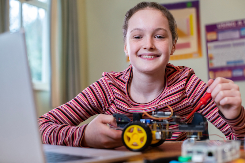 Learn to build robots with this online guide