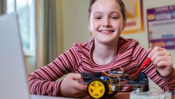 Learn to build robots in summer camp for high school students