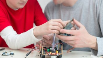 Learn Robotics online for parents and kid activity Level 1 coding and circuits